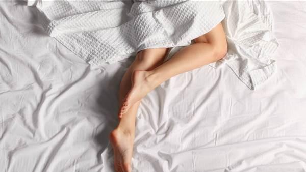 5 reasons you should sleep naked tonight