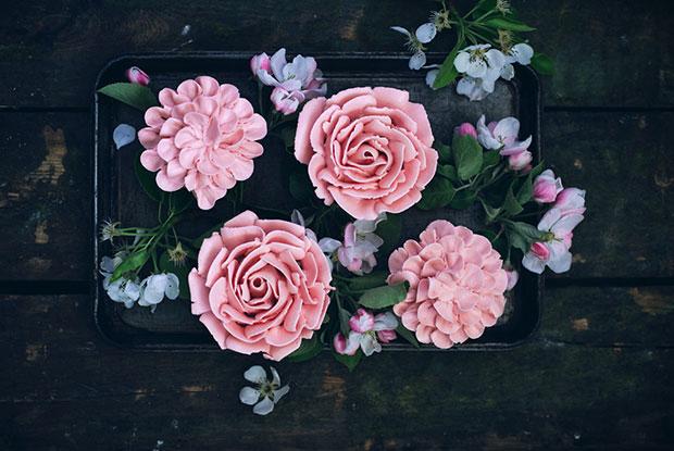 rose cupcakes inside frnakie