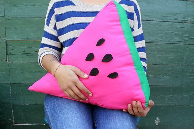 watermelon-cushion-diy-hero