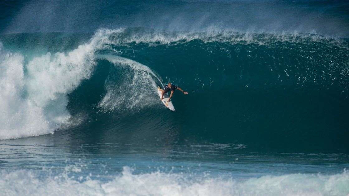 7b21cd795b Mick Fanning Odds On Favourite To Win The World Title - Tracks ...