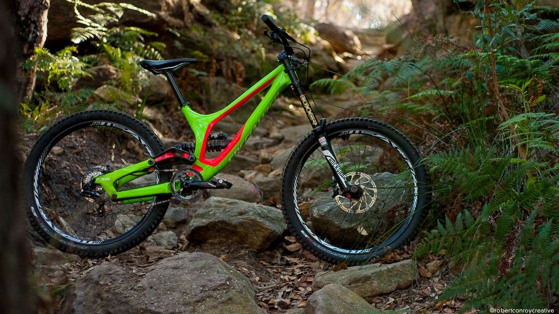 ebdba95c483 The Demo 8 Alloy from Specialized is stonkingly good value, matching the  geometry and design of the carbon S-Works model, but with an alloy frame  and more ...
