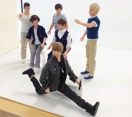 Bieber does the splits!