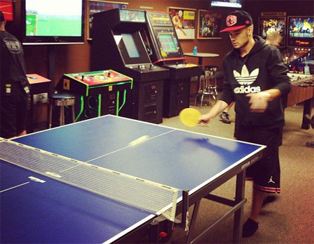 Liam Payne plays ping pong! Photo: Getty Images
